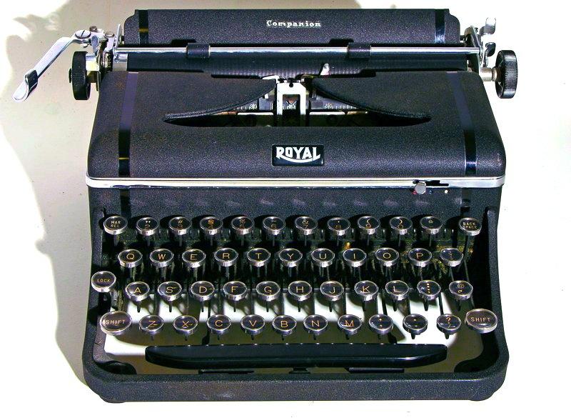 Royal typewriter | ebay.