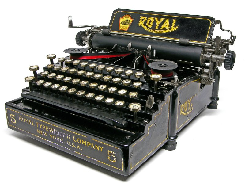 From the Virtual Typewriter Collection of Dan Johnson: 1948 Remington  Portable 5 DeLuxe